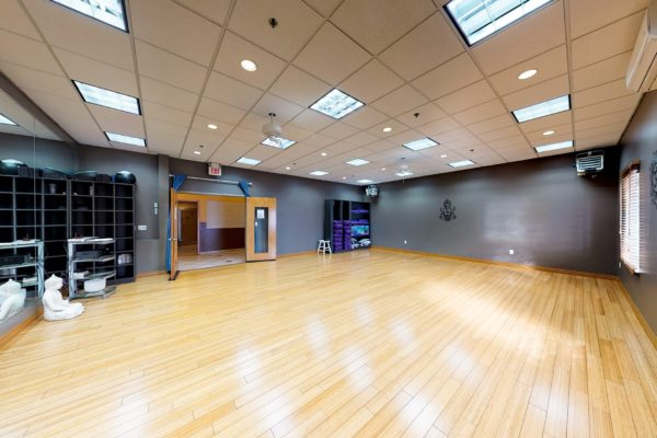 Yoga Studio w heated classes-min